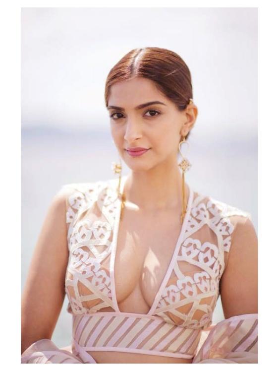 Sonam-Kapoor-Hot-In-White-Dress11.jpg